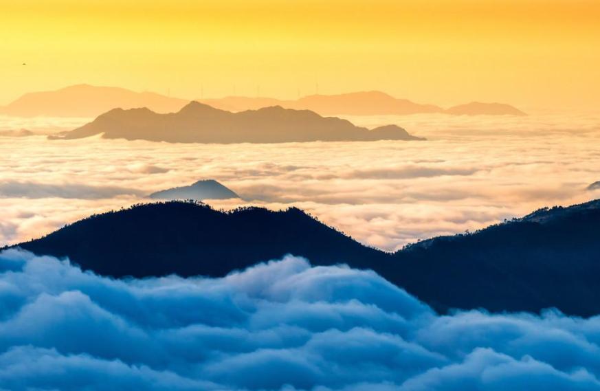 四川有一座高山,不仅是360°观景台,还能近距离接触云海!