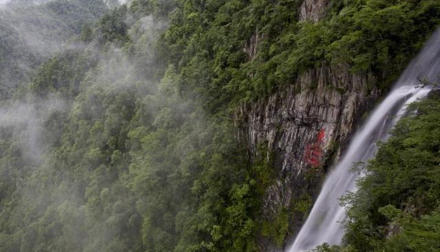 赣州风景名胜景区, 位于赣闽粤交界处, 被称为第二武功山