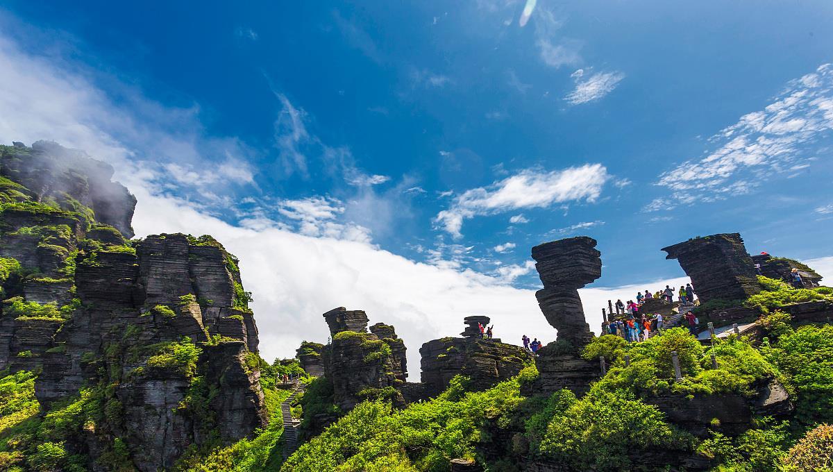 """美景堪比梵净山, 被誉为""""万里长江第一山"""", 山姿秀丽, 明朗自然"""