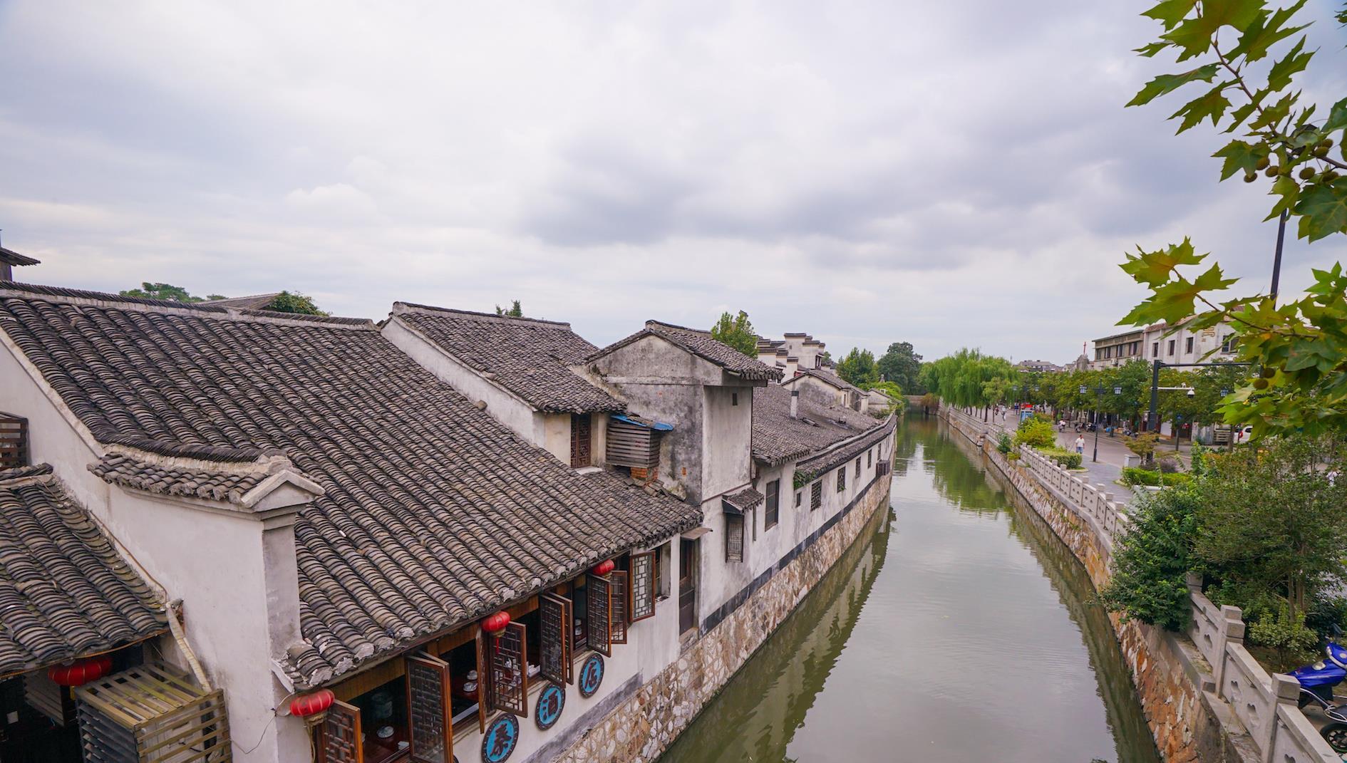 我国首座入选世界文化遗产的古镇, 中西文化交织, 不是西塘和乌镇