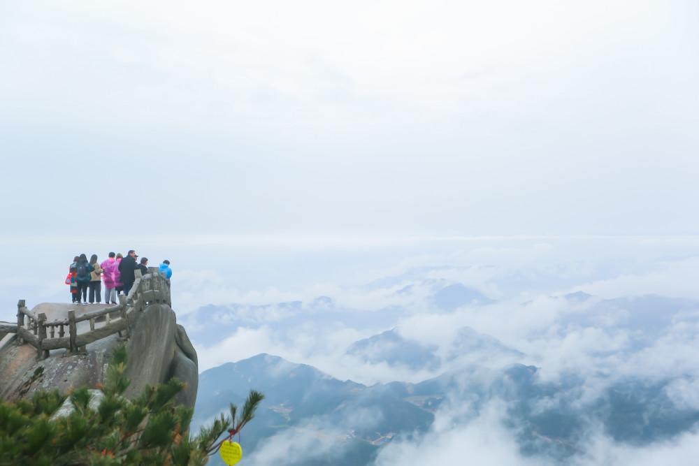 安徽一座景色绝美的山峰,拥有云海奇松壮景,不是黄山而是天柱山